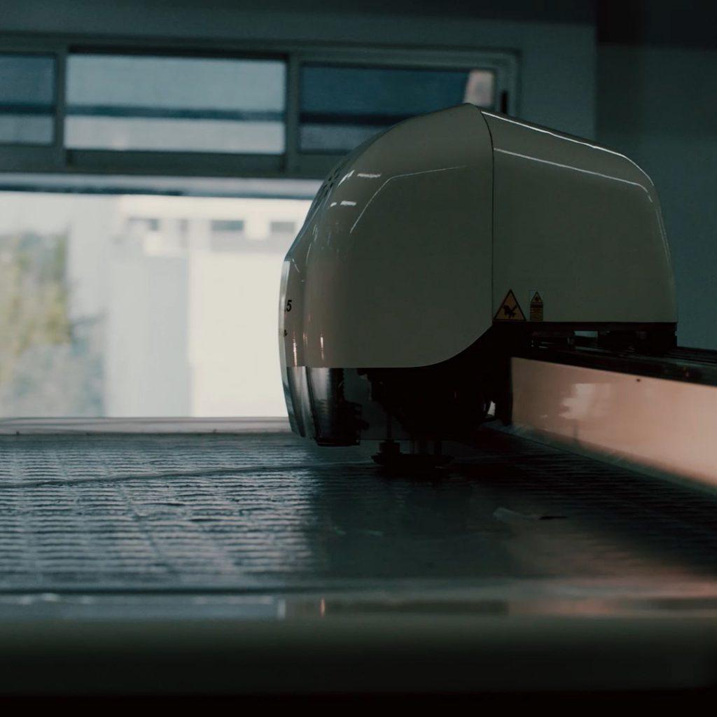 Maquina cortadora de tela